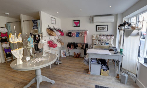 Poze Lingerie Boutique Store Inside View