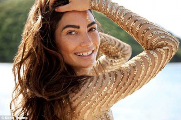 Lily Aldridge Victoria's Secret Angel in Stunning Look With Gold Dress In Carbian