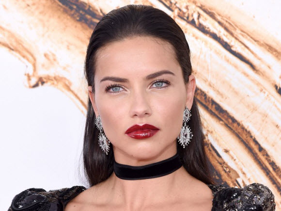 adriana lima dating 2014 Are they or aren't they dating by mark shanahan globe staff september 21, 2016 patriots receiver julian edelman associated dating adriana lima, that is well, tmz swears that tom brady's favorite target is, in fact, dating lima.