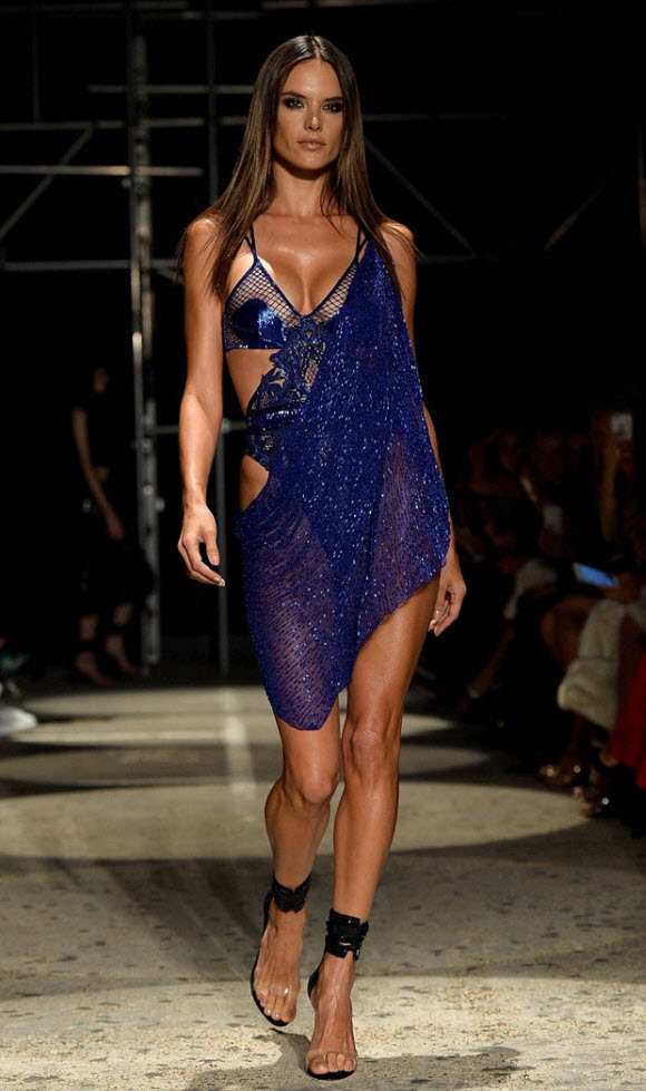 Alessandra Ambrosio Faces Nip slip During Her Catwalk In London Fashion Week