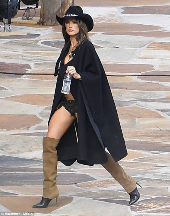 Alessandra Ambrosio Displayed Her Stunning Physique While shooting New Victoria's Secret Adv