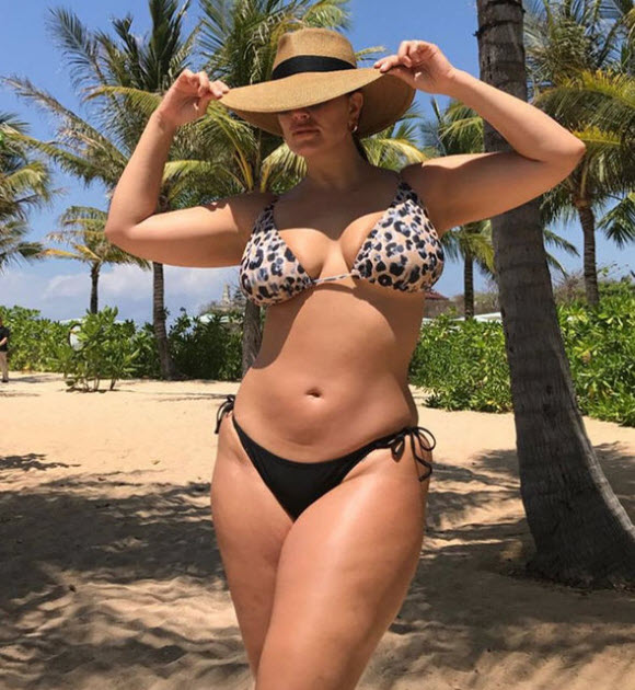Ashley Graham Show Off Impressive curves In Gorgeous Leopard Print Bikini On Bali Beach