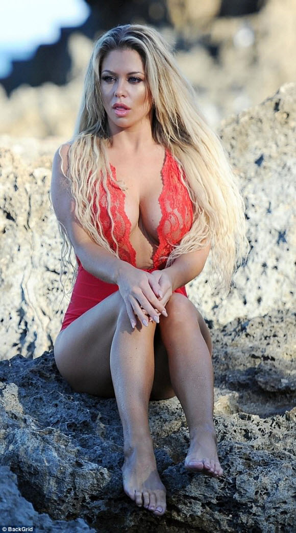 Bianca Gascoigne Show Off Her Gorgeous Body Figures In Hot Red Lacy Swimsuit