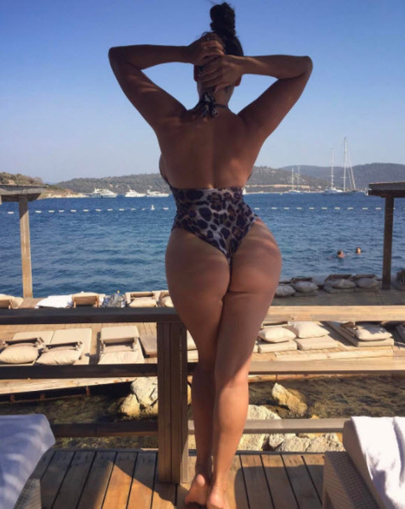 Kelly Brook Flashes Her Peachy Bottom And Ample Assets In A Series Of Jaw-Dropping Snaps