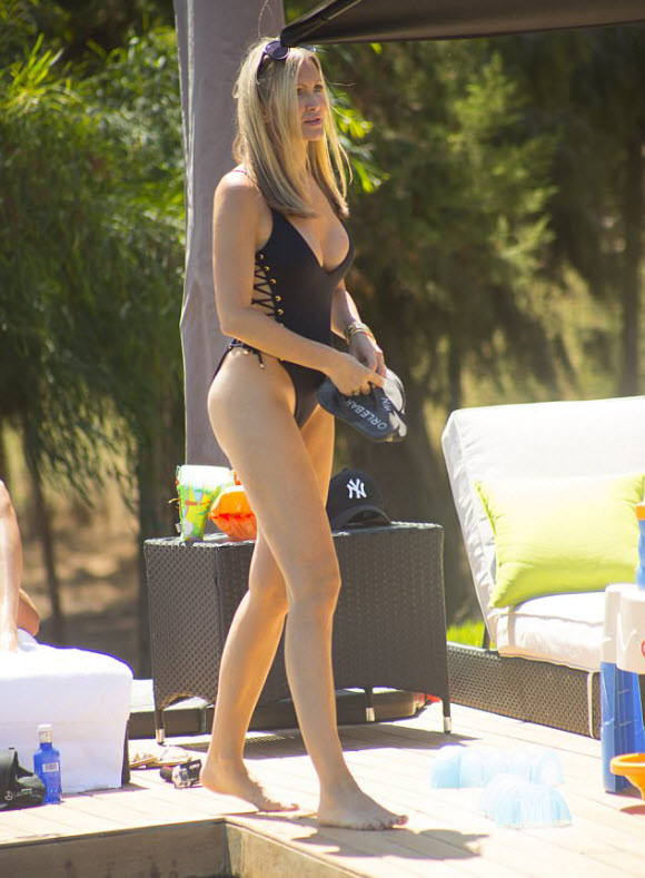 Super Model Caprice Show Off Her Incredible Physique While Wearing Black Bikini In Ibiza
