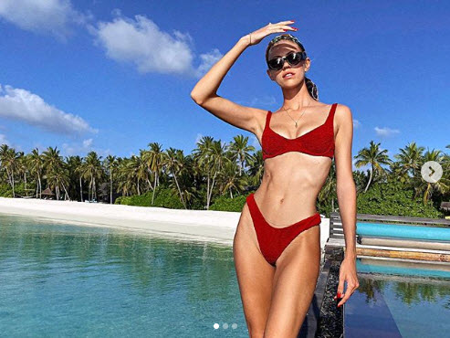 Devon Windsor Slays In Red Bikini And Sunglasses In New Snaps
