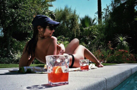 Emily Ratajkowski Shared Topless Photo For Her While Enjoying Her Time Under Sunbath