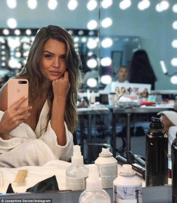 Josephine Skriver Display Her Cleavage In Tiny Lingerie For Amazing Instagram Selfie