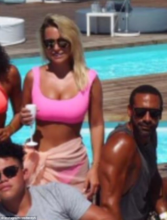 Kate Wright Posts A Stunning New Photo With Rio Ferdinand's Sister Sian In Portugal