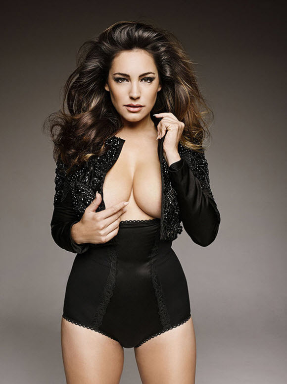Busty Kelly Brook Strippes Off For An Array Of Jaw-Dropping Throwback Snaps