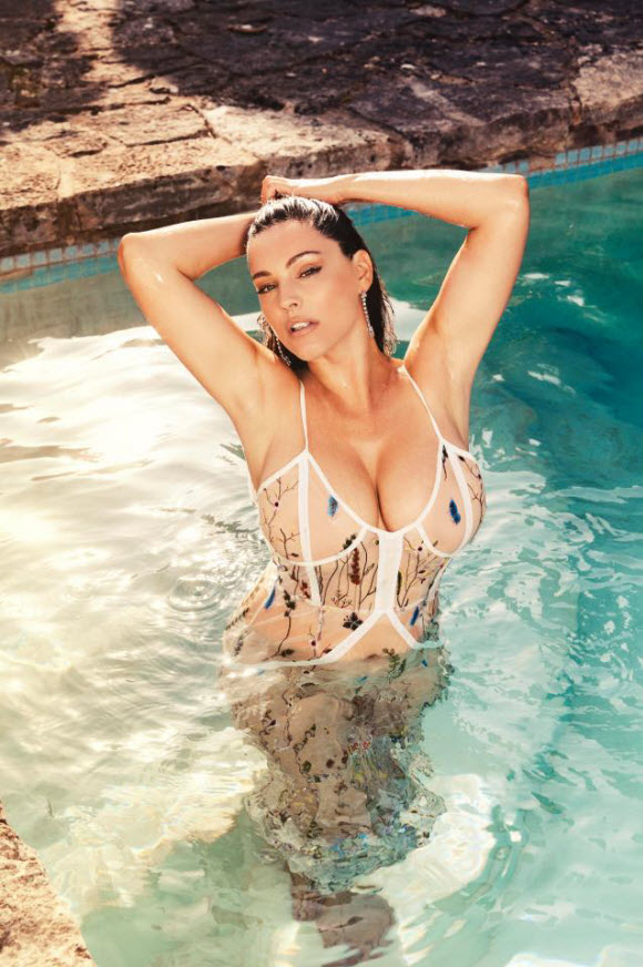 Kelly Brook Displays Her Curvy Figure In Sexy New Pictures For Her 2018 Calendar