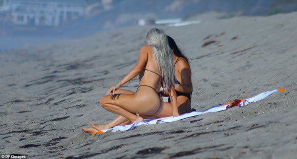 Kim Kardashian Show Off Her Impressive Curves In Sexy Black Bikini At Malibu Beach
