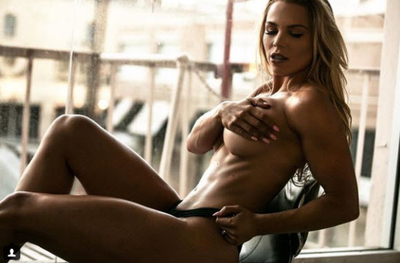 Lauren Drain Show Off Impressive Body Figure In Drool-Worthy Stripteases