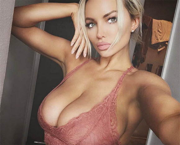 Beauty Blonde Lindsey Pelas Display Her Gorgeous Bottom In Tiny Thong
