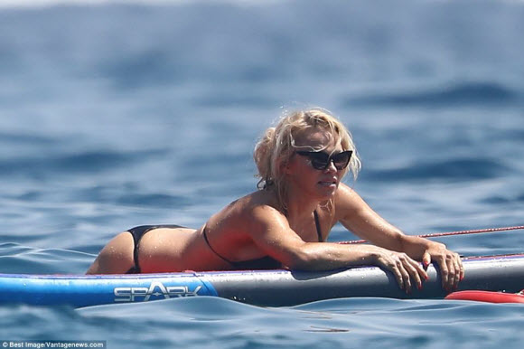 Pamela Anderson Show Off Incredible Sexy Body While Wearing Black Bikini In South France
