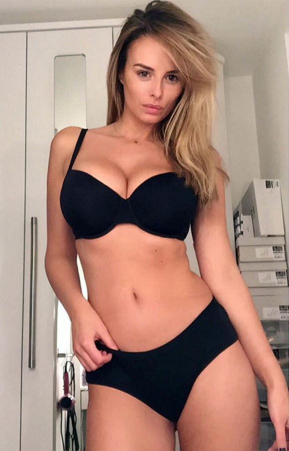 Rhian Sugden Show Off Her Sexy Body Figure In Black Lingerie