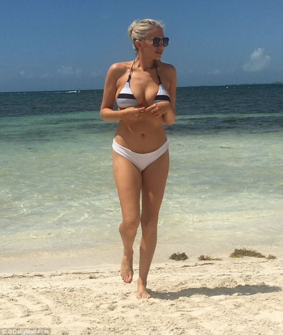 Stassi Shroeder Display Her Sexy Curves In Tiny Bikini At Cancun Beach