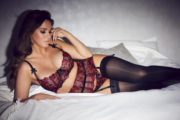 Vicky Pattison Flaunts Impressive Body Figure In Red Hot Lingerie Selfie