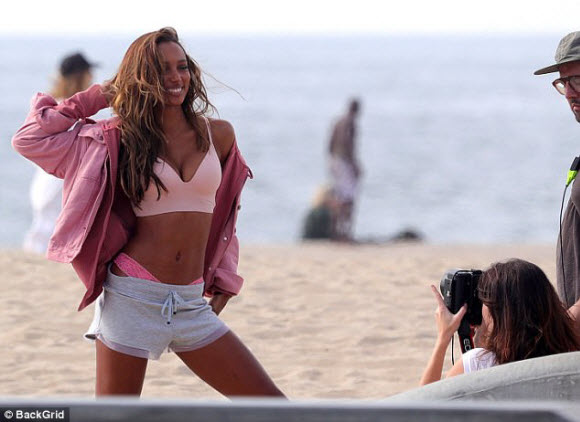 Jasmine Tookes, Josephine Skriver and Romee Strijd Flaunts Their Sexy Bodies In Sproty Lingerie For Beach Shoot